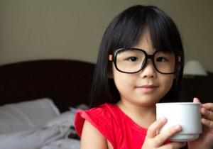 Детям можно пить кофе не раньше 10 лет