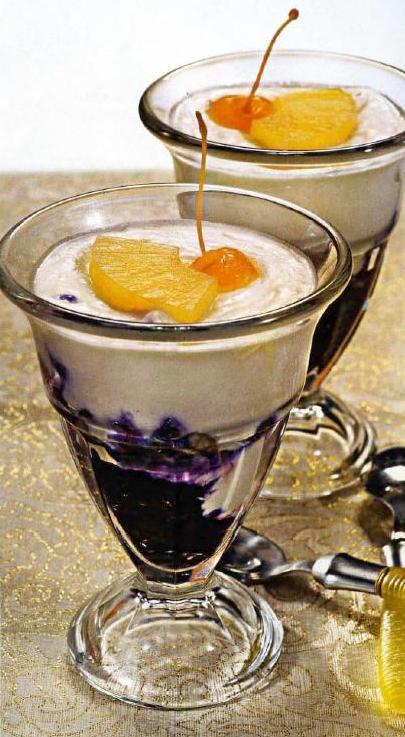 Ананасовый десерт с черникой
