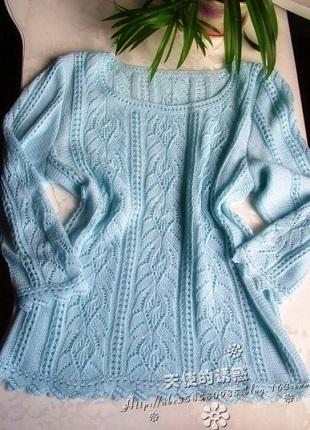 Голубой джемпер спицами