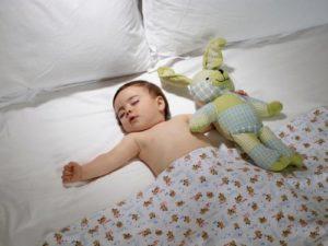 Приучить ребенка к отдельному сну