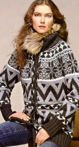 Пальто с орнаментом спицами