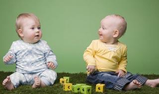 Развитие и игры с ребенком в девять месяцев