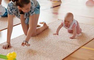 Упражнения для физического развития 9-месячного ребенка