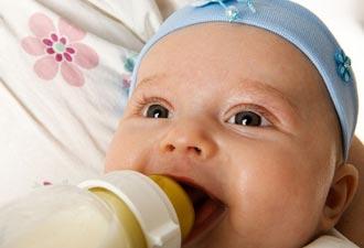Режим ребенка на грудном и искусственном вскармливании