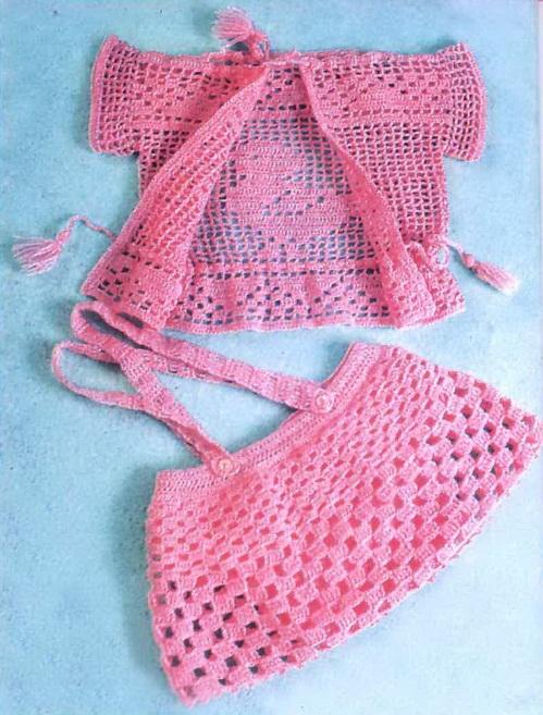 Розовый комплект крючком малышке