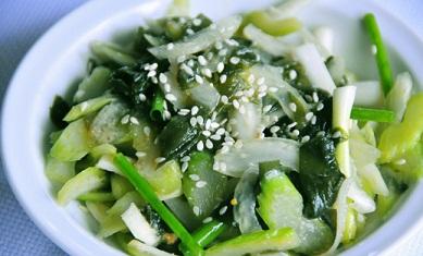 Салат с сельдереем и морской капустой