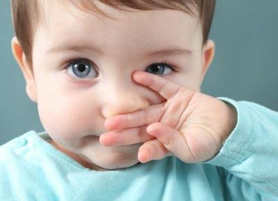 Почему возникает насморк у грудных детей