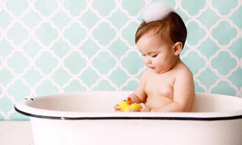 Гигиенические процедуры годовалого малыша
